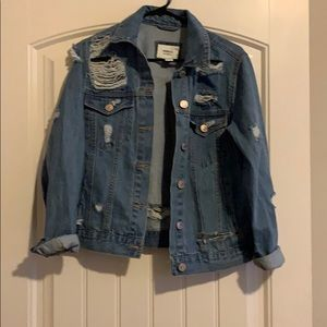 Fitted distressed jean jacket